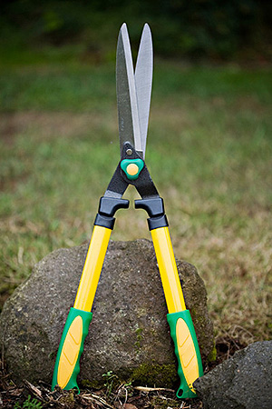 24.5 INCH STRAIGHT BLADE HEDGE SHEARS #HS715